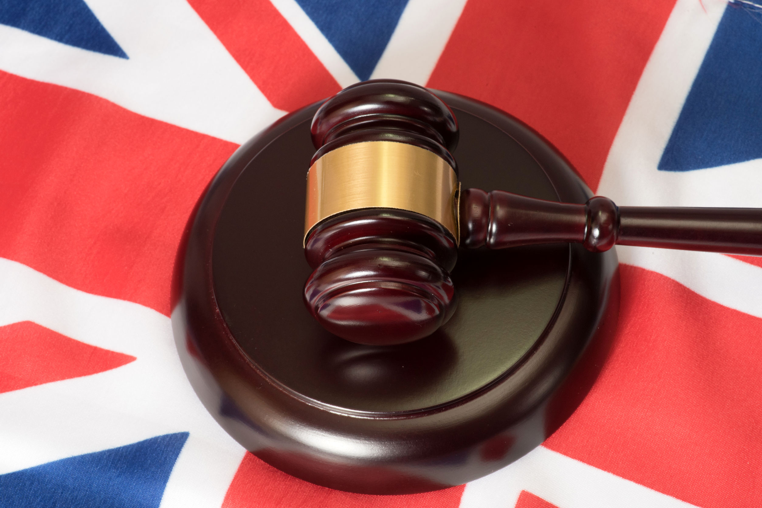 flag of great britain and a judge gavel